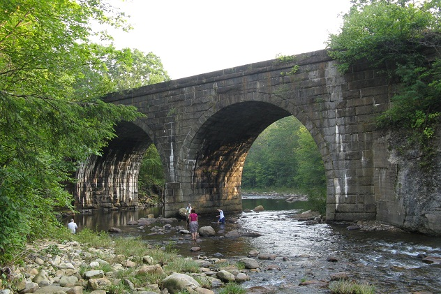 Bridge_over_West_Branch_of_Westfield_River_near_Middlefield_Rd,_Chester_MA 632x474